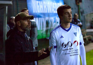 José Ruiz-Macho im Gespräch mit Miguel Werner, dem Torschützen zum 2:0-Endstand.